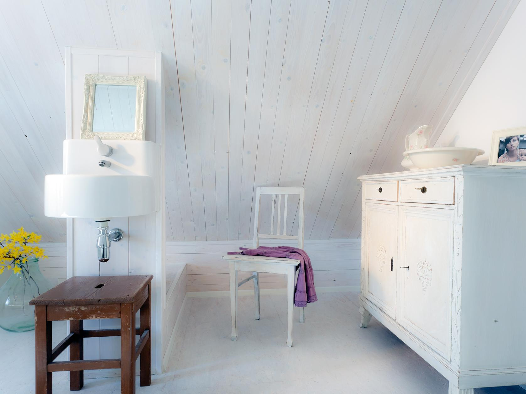 cozy bathroom in country house look