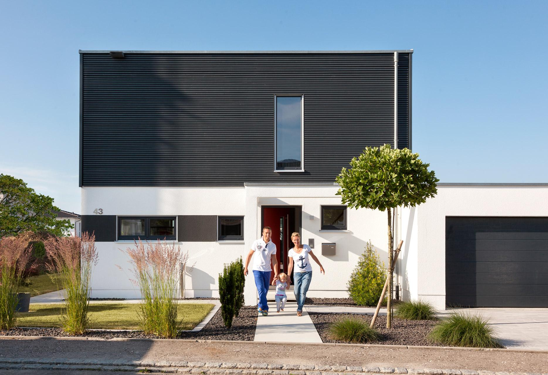 Detached house with Bauhaus style architecture
