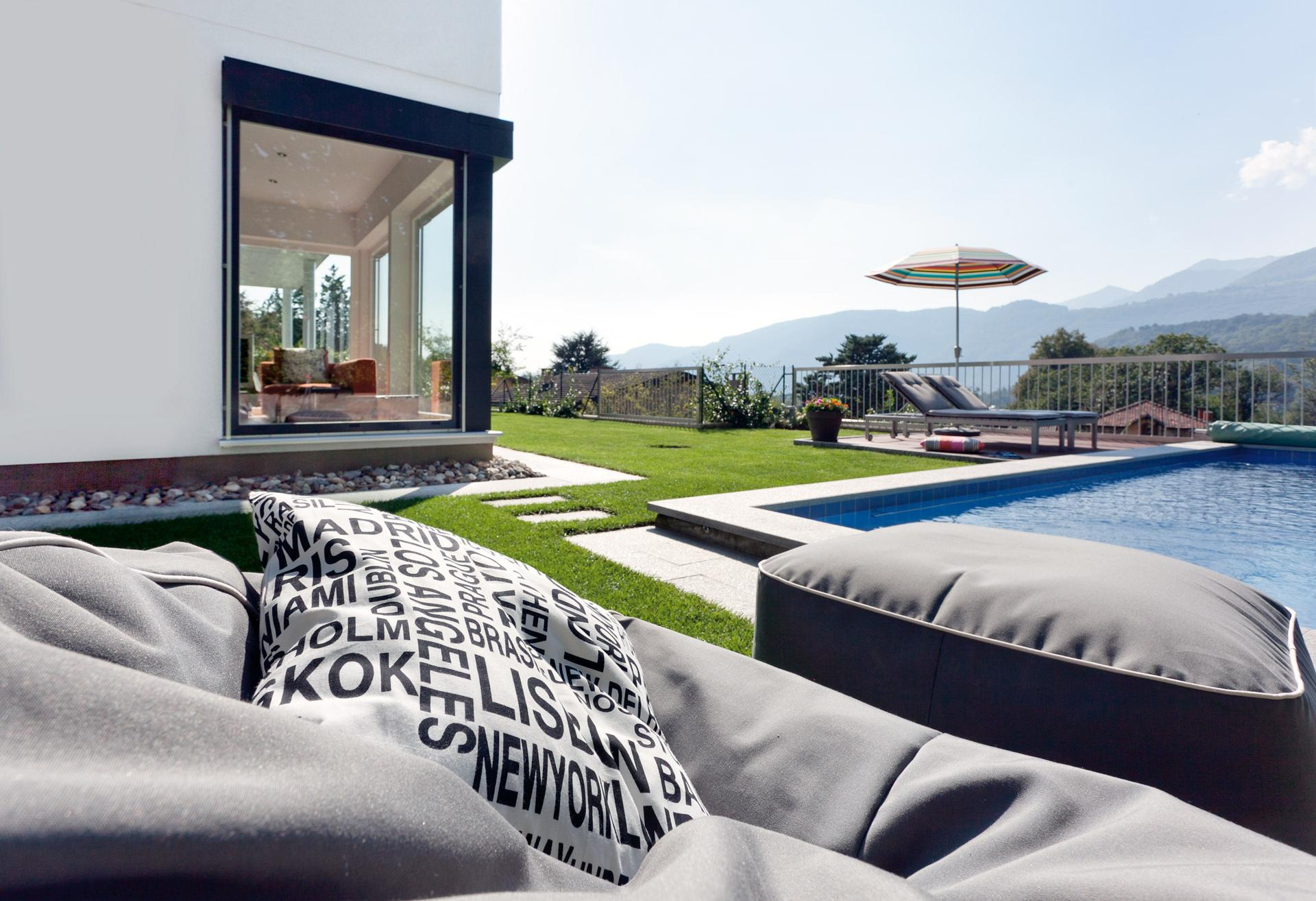 Prefabricated house with pool in the garden