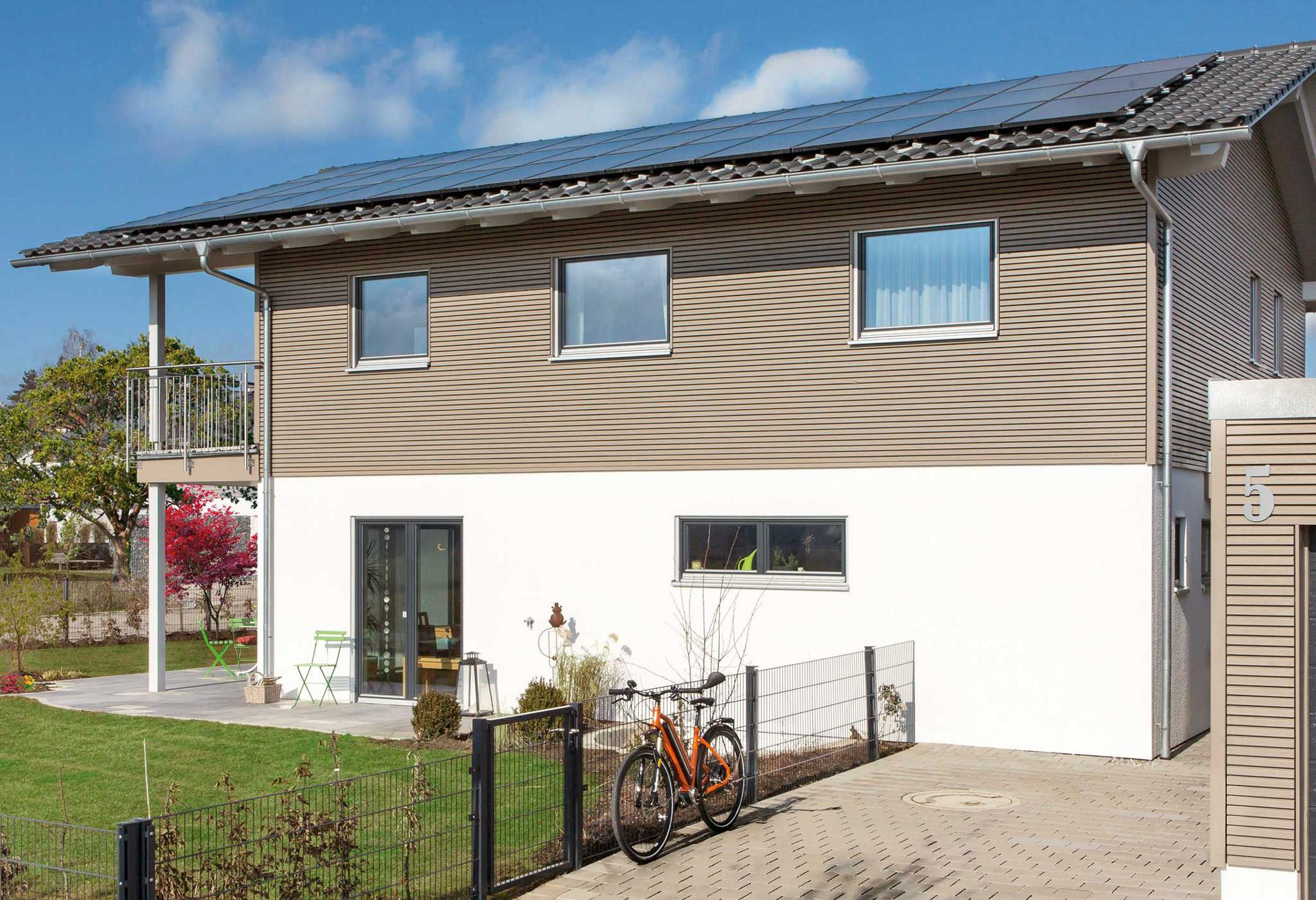 Energy efficiency house with photovoltaic system and energy storage