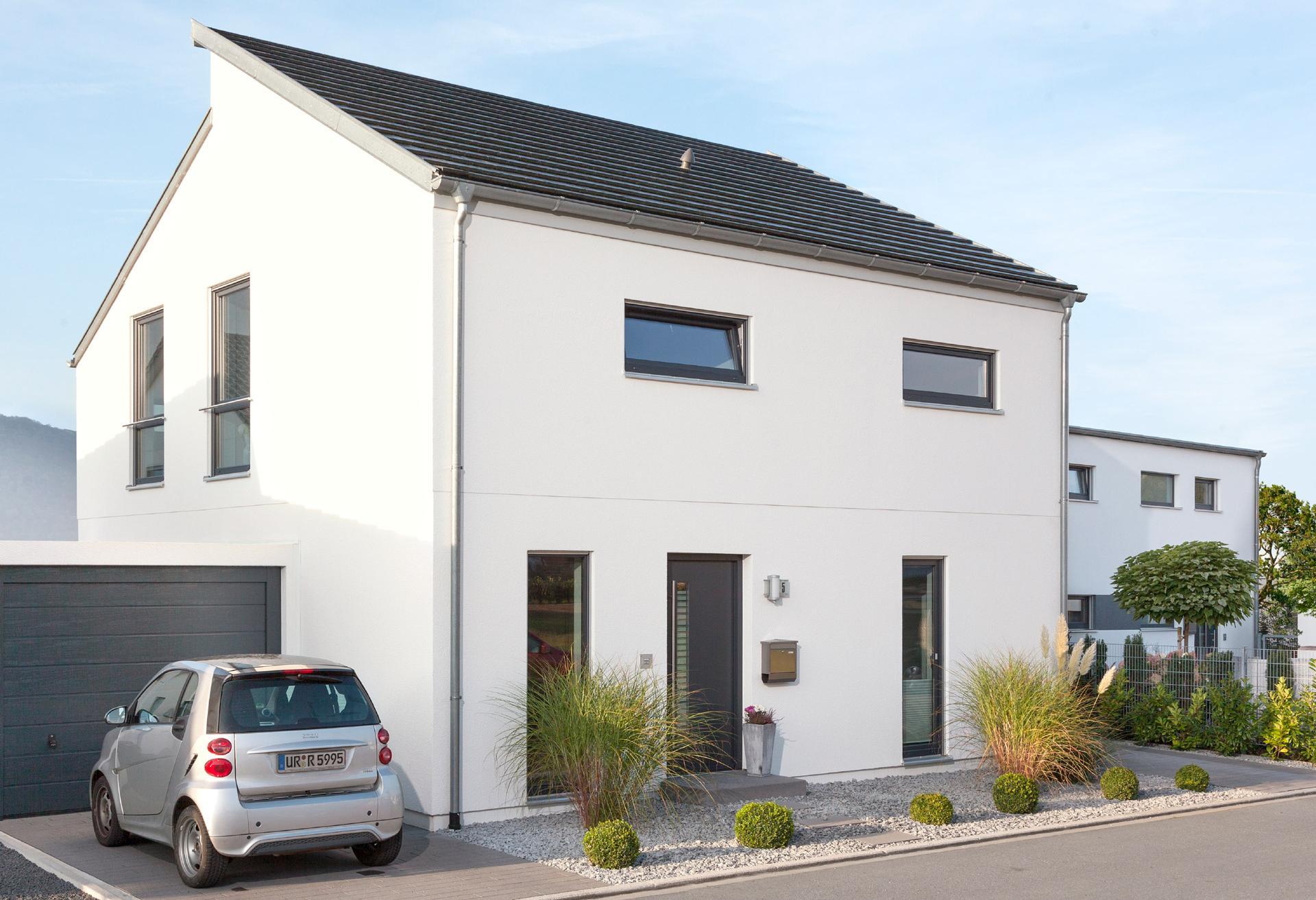 Haus mit versetztem pultdach schw rerhaus for Modernes haus mit versetztem pultdach