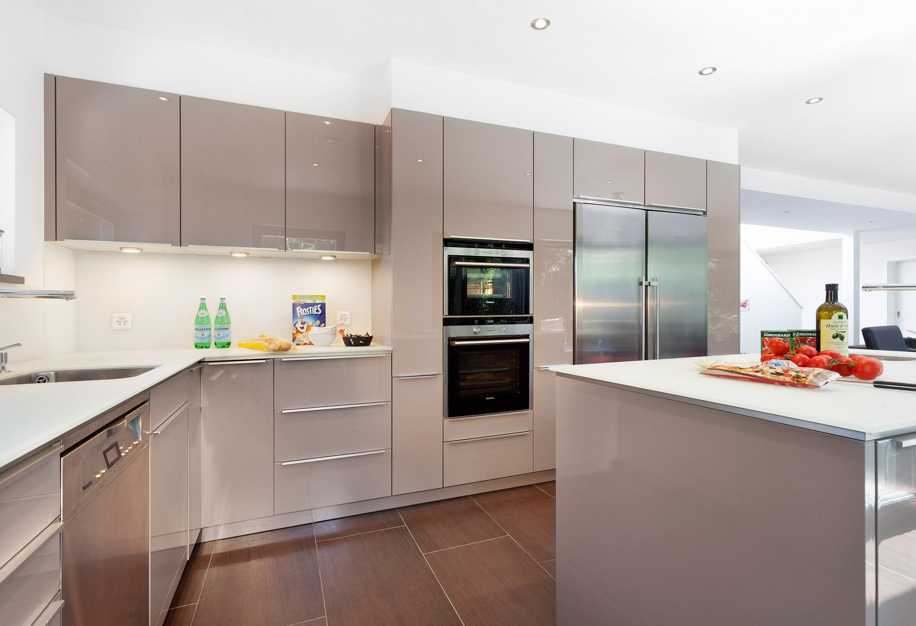 Modern high gloss kitchen