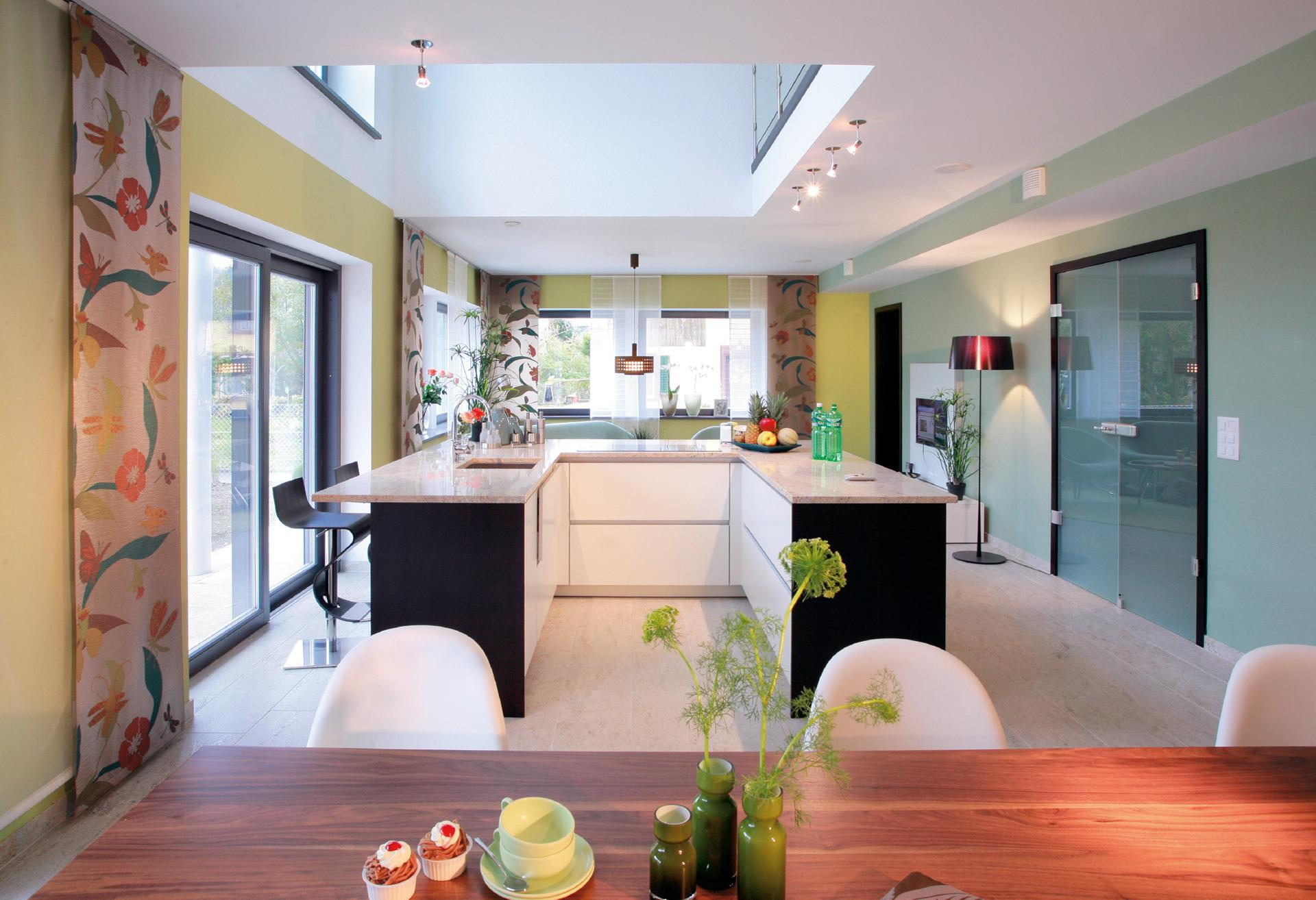 Modern kitchen with cooking island in U-shape